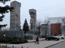 ''Żądamy usunięcia Pomnika Wdzięczności''
