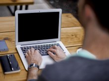 Internetowi oszuści w Olsztynie. Oferują pracę, a zaciągają kredyt