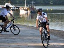 Policjanci rozpoczęli testy elektrycznych rowerów
