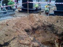 Pociski przeciwpancerne na cmentarzu