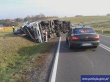 Wypadek ciężarówki. Auto przewoziło drób