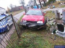 Pijany kierowca ''zaparkował'' auto na cmentarzu