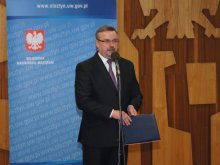 Wojewoda Podziewski zrezygnował z mandatu poselskiego. Przejmie go Pasławska?