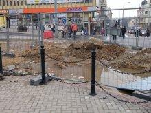 Zalało centrum miasta. Koparka uszkodziła rurę (zdjęcia)