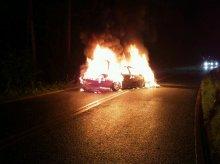 Rozpędzone bmw uderzyło w inne auto. Stanęło w płomieniach