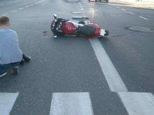 Zderzenie w centrum miasta. Ranny motocyklista