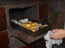 Kopanie ziemniaków, kiszenie kapusty i pieczenie jabłek w skansenie