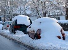 Myślała, że ktoś ukradł jej auto. Samochód ''ukrył się'' pod śniegiem