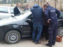 Zatrzasnęła w aucie niemowlę. Przestraszonego malucha policjanci uspokoili... kołysząc autem