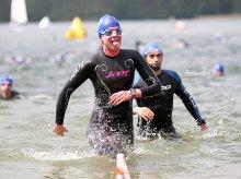 Setki triathlonistów nad jeziorem Ukiel [ZDJĘCIA]
