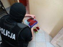Olsztyńscy policjanci odkryli dziuplę z dopalaczami