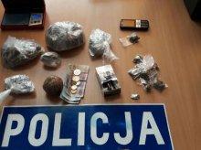 Policyjny nalot na Podgrodziu. Dwaj bracia zatrzymani za posiadanie narkotyków