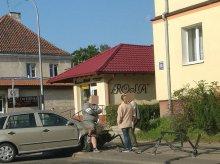''Skosiła'' barierki na alei Wojska Polskiego [FILM]
