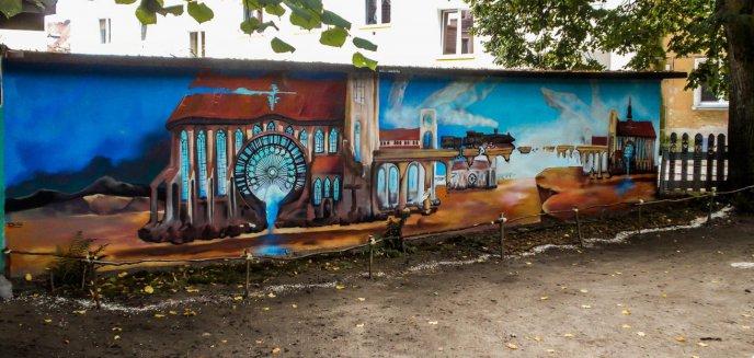 Podwórko ''Za torami pod lipami'' ma już swój mural. Imponujący!