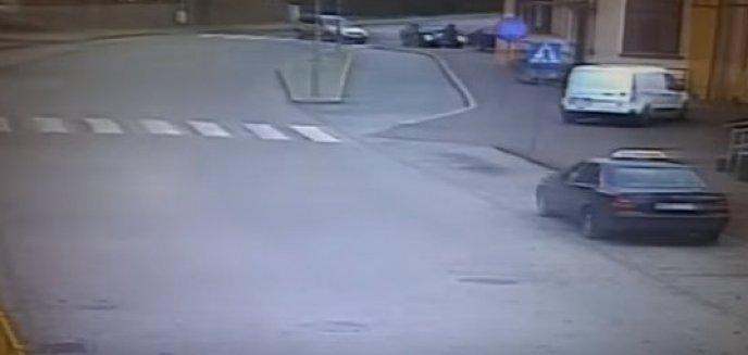 Chcąc uniknąć zderzenia z autem potrącił pieszą [FILM]