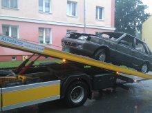 Właściciele aut zalegających w przestrzeni miejskiej słono zapłacą za usunięcie pojazdów