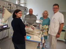 Zahamowali poród po poronieniu jednego z bliźniąt. Dziewczynka przeżyła