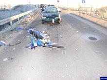 Uderzył w motorowerzystę. 57-latek trafił do szpitala