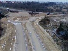 Nowy przebieg ulicy Pstrowskiego. Zakończenie prac coraz bliżej [FILM]