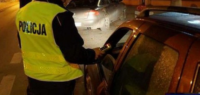 Pijany Ukrainiec wsiadł za kierownicę. Zatrzymał się na latarni