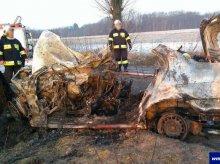 Tragedia na drodze. W płonącym aucie zginęło 5 młodych osób