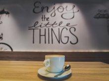Jak przenieść kawiarnię do domu? Kup szklanki do latte i ekspres do kawy!