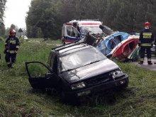 Samochód przewożący kajaki wpadł do rowu. Są ranni