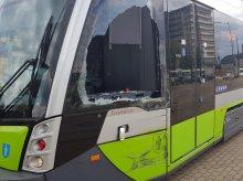 Kolizja autobusu z tramwajem na ważnym skrzyżowaniu [ZDJĘCIA]