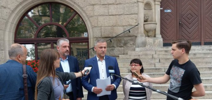 Poseł Małecki w natarciu. ''Niespodziewana wizyta gospodarska'' w olsztyńskim ratuszu