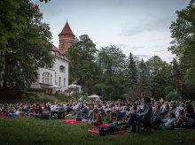 Wakacyjny hit w Parku Podzamcze. Kino pod chmurką