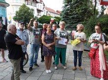 KOD wznowił protesty przed olsztyńskim sądem [ZDJĘCIA]