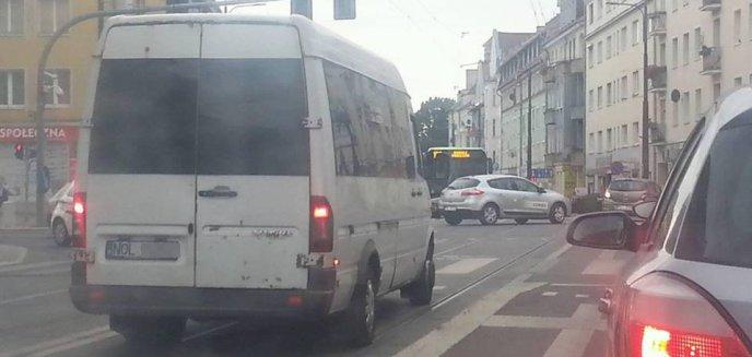 Prywatni przewoźnicy jeżdżą trambuspasami. ''Łamią przepisy''