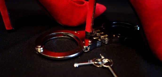 Po romantycznym wieczorze ukradł byłej partnerce auto i... rozbił je na ławce