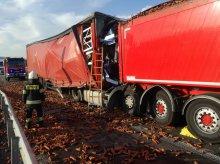 Zderzenie trzech ciężarówek na DK 51. Jeden kierowca nie żyje [WIDEO] [AKTUALIZACJA]