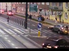 81-letnia piesza potrącona na pasach w centrum Olsztyna [WIDEO]