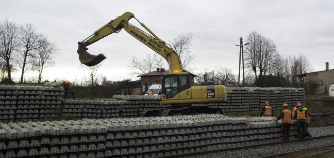 Ważna inwestycja kolejowa na trasie Szczytno-Ełk. Nowe perony już nabierają kształtu