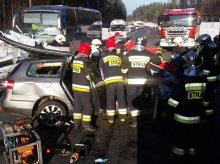 Tragedia na DK 51. W zderzeniu pięciu pojazdów zginęły trzy osoby