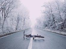 Rowerzysta zamarzłby w rowie, gdyby nie pomoc przypadkowych osób