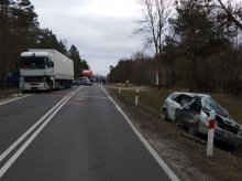 Pod Dobrym Miastem kierowca renault zderzył się z TIR-em. Dwie osoby w szpitalu