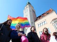 Dzień Milczenia w Olsztynie. Milczeli, by sprzeciwić się dyskryminacji osób LGBT [ZDJĘCIA, WIDEO]