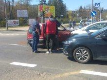 Na skrzyżowaniu ul. Dworcowej z Żołnierską zderzyły się dwa auta. Pasażerka trafiła do szpitala