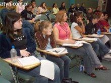 Polacy wolą studia niż pracę