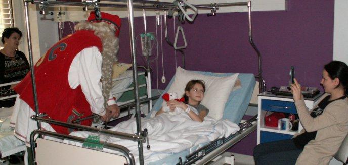 Artykuł: Mikołaj z Laponii w Szpitalu Dziecięcym [ZDJĘCIA]