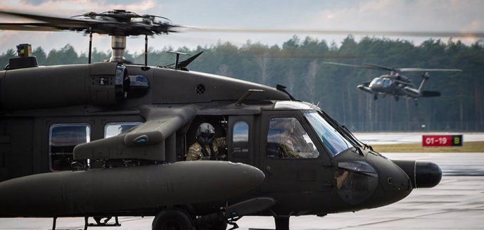 Artykuł: Śmigłowce amerykańskiej armii wylądowały na lotnisku Olsztyn-Mazury [ZDJĘCIA]
