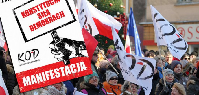 Artykuł: ''Konstytucja siłą demokracji''. KOD ponownie będzie manifestować w Olsztynie
