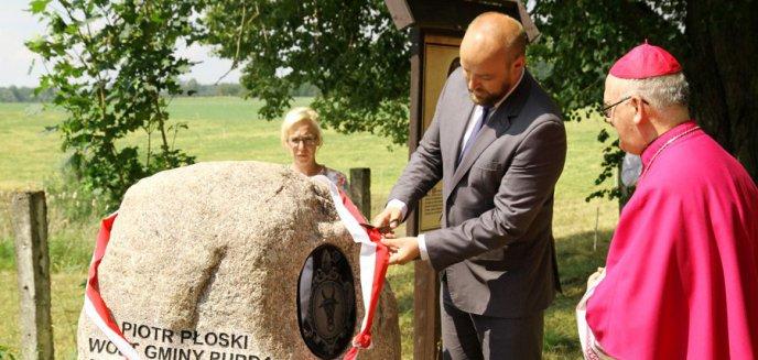 Artykuł: Kolejny biskup warmiński otrzymał pamiątkowy głaz [ZDJĘCIA]