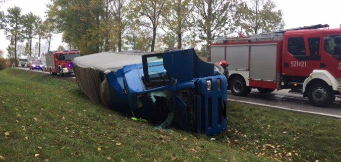 Artykuł: Ciężarówka w rowie. Sprawcą kolizji Macedończyk