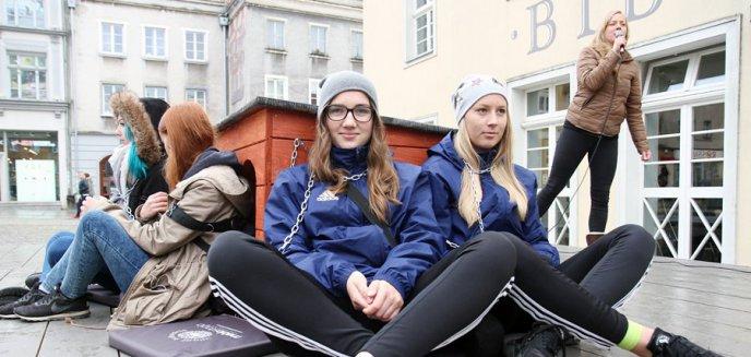 Artykuł: Akcja ''Zerwijmy łańcuchy'' w Olsztynie. ''Przywiąż psa do siebie nie do budy''