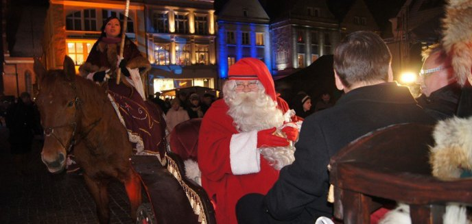 Artykuł: Mikołaj z Laponii, kiermasz smakołyków i świetlne dekoracje. Jarmark Świąteczny coraz bliżej