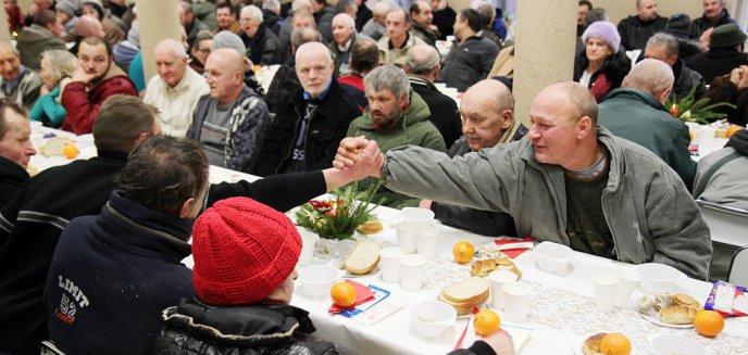 Artykuł: Wigilia Caritas dla potrzebujących w Olsztynie [ZDJĘCIA, WIDEO]
